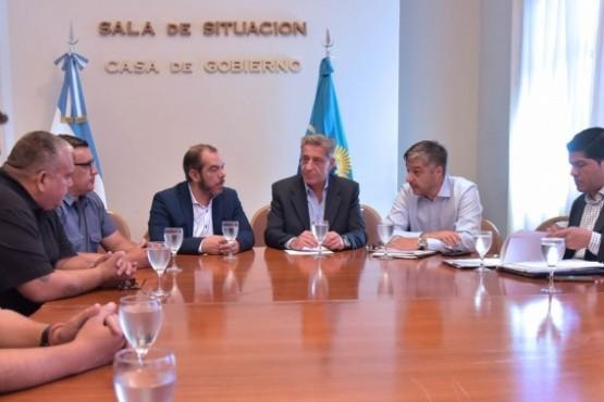 Arcioni en reunión con la UOCRA.
