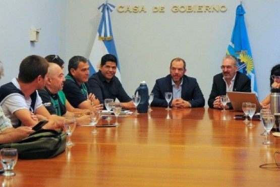 Los representantes del Gobierno y de ATE salud.