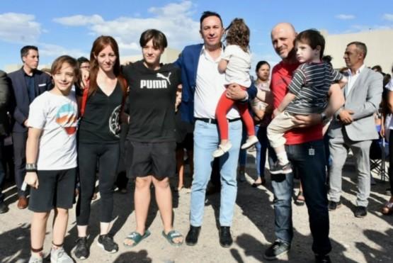 Se entregaron viviendas a 60 familias de Sutiaga