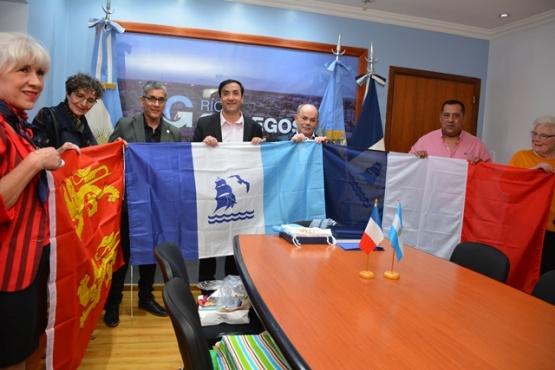 Franceses fueron recibidos en el Municipio de Río Gallegos.