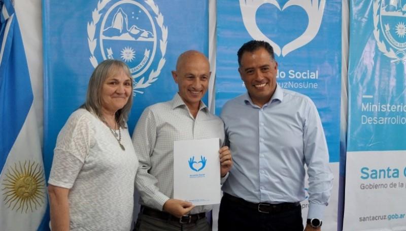 Cotillo junto a la ministra Barbara Weinzettel y al vicegobernador Eugenio Quiroga