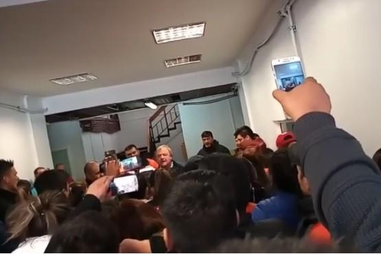 Aníbal Fernández detectó irregularidades y frenó el pase a planta de más de 400 empleados de YCRT