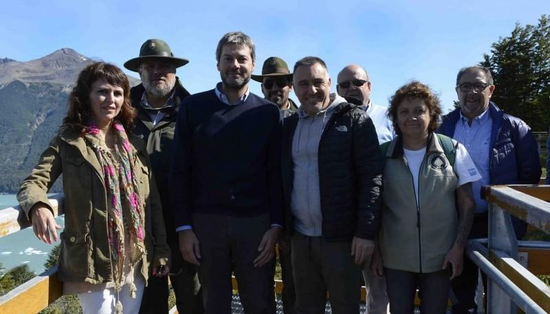 Los funcionarios junto al ministro de Turismo de Nación, Matìas Lammens.