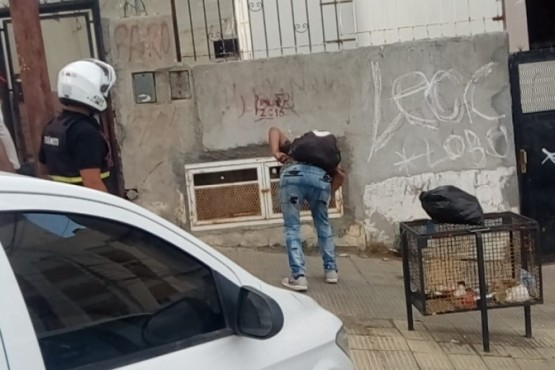 Bomberos trabajan para controlar una perdida de gas