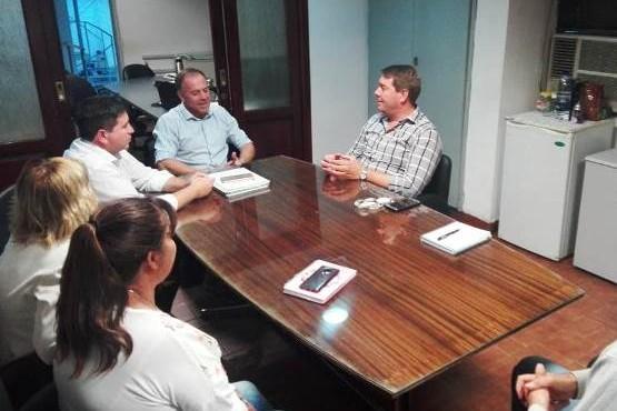 Participaron de la reunión con Biss y concejales, el gerente Unidad de Negocios Península, Javier Castillo; y el jefe Comercial Unidad de Negocios Península, Carlos Zamorano.