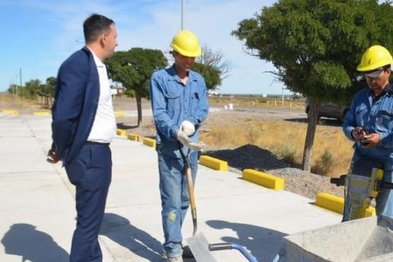 El Intendente visitó la obra del estacionamiento del aeropuerto