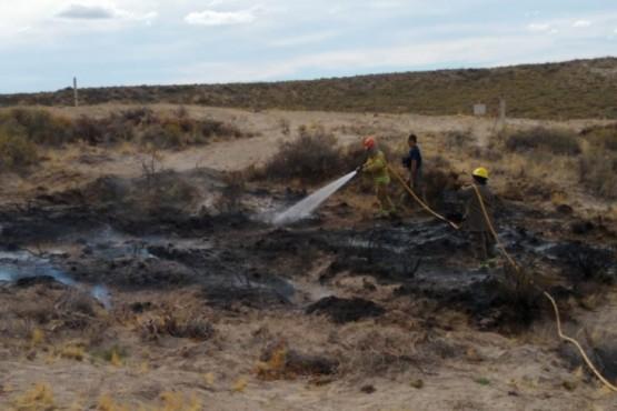 Principio de incendio de pastizales en zona Las Bardas