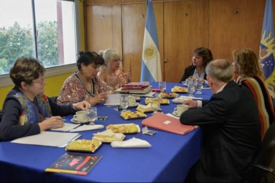 Importante reunión de educación con prestigiosa asociación francesa