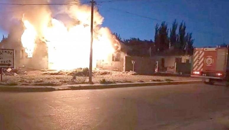 El fuego consumió la vivienda.