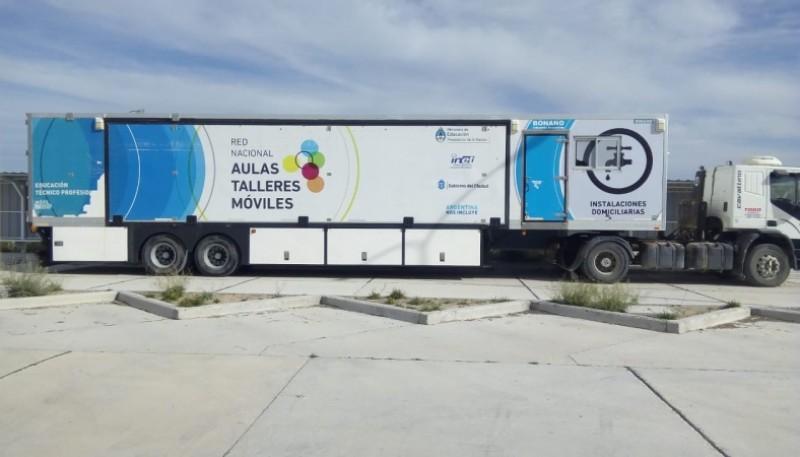 El camion con aula movil.
