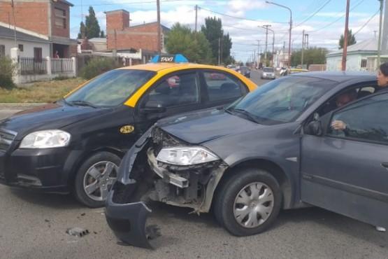 Colisión entre dos vehículos (C.R)