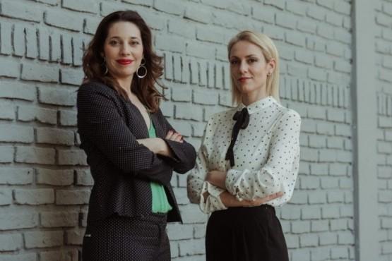Las periodistas Lucia Salinas y Lourdes Marchese.