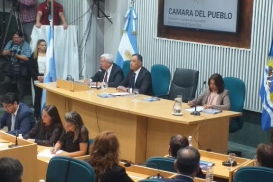La Legislatura provincial este domingo. (Foto C.R.)