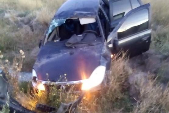 El Renault sufrió grandes daños materiales.