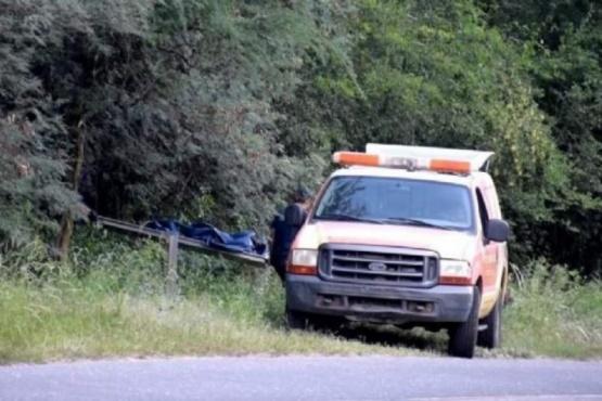 La policía llegó al lugar donde fue encontrado el cuerpo.
