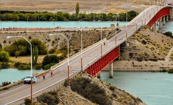 Puente de ingreso en Piedra Buena.