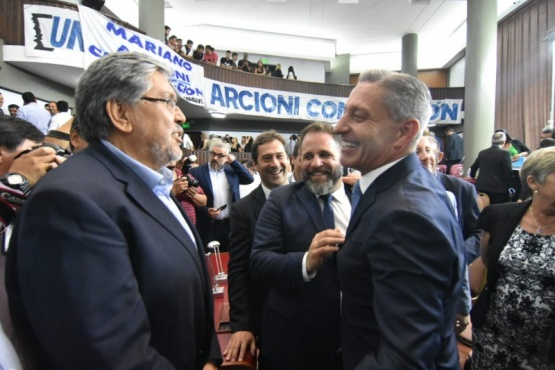 Navarro saluda a Arcioni.