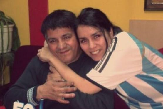 Stefanía Rosales junto a su padre.