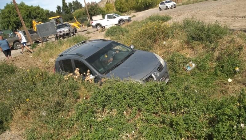 Un hombre se quedó dormido al volante y cayó a un canal