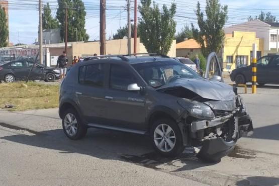 Uno de los autos que colisionó. (C.R)
