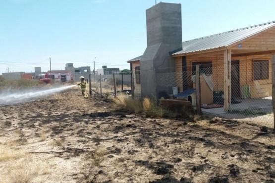 Incendio de pastizales en Barrio Solanas
