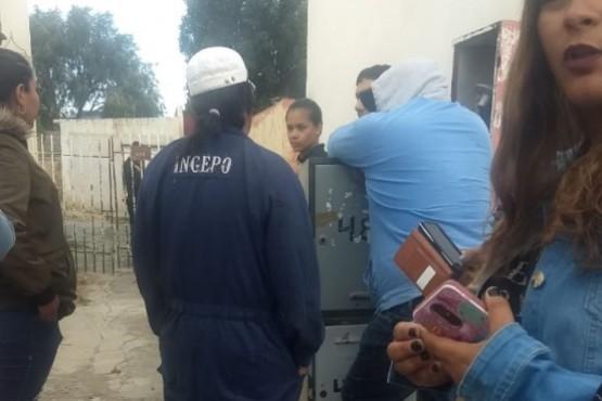 Los despedidos esperaron durante seis horas la salida del Intendente.
