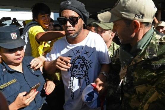 El ex futbolista fue detenido por documentos apócrifos en Paraguay.