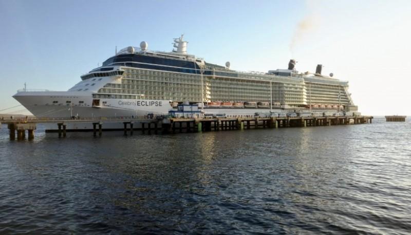 Amarró en el muelle de Puerto Madryn el crucero Celebrity Eclipse