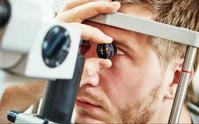 El control de ojos para detectar la enfermedad.