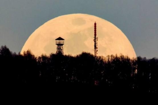 Luna de Gusano.