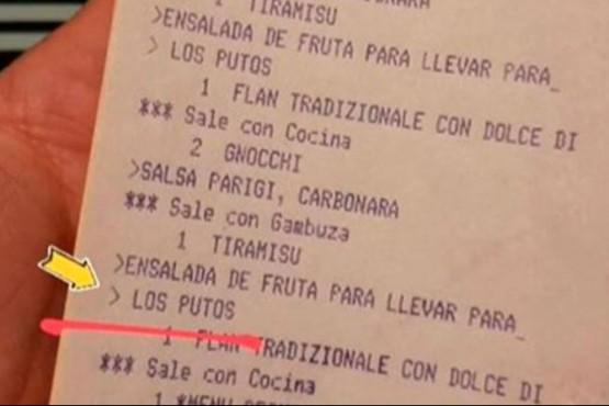 Pidieron para llevar la comida y en el ticket le pusieron un mensaje discriminador