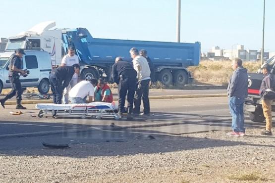 Una mujer fue atropellada por una camioneta