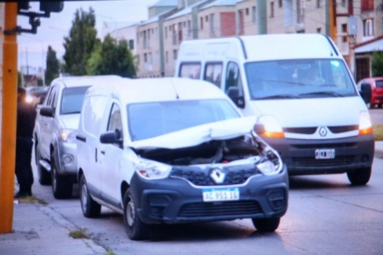 Tres autos chocaron y uno se dio a la fuga