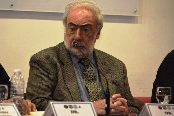 El Dr. Barcesat, el año pasado en una charla en la UTN de Río Gallegos.