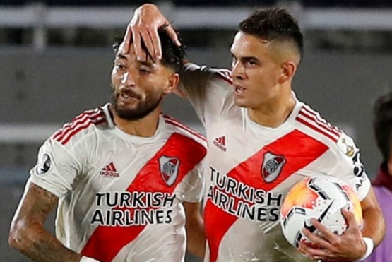 Casco celebra su gol junto a Santos Borré.