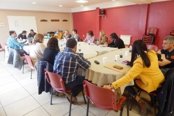 La paritaria central se realizó en la sede de FOMICRUZ.