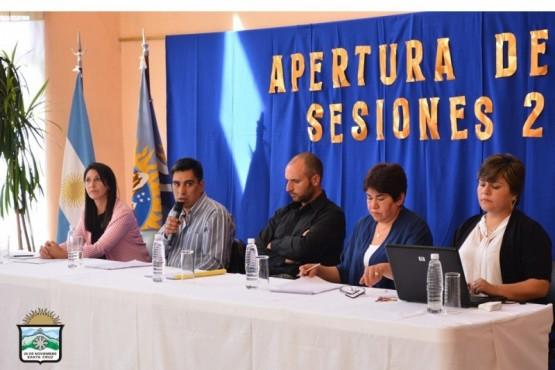 En la apertura de sesiones, luego del discurso de Españón, los ediles aprobaron el aumento salarial.