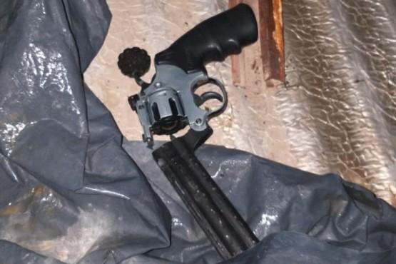 Un hombre detenido por amenazar a una mujer con un arma de juguete