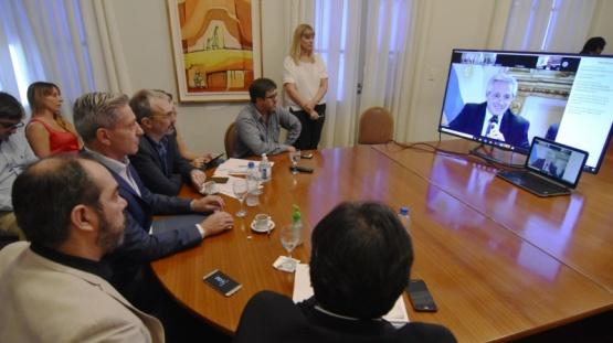Arcioni mantuvo una reunión encabezada por Alberto Fernández