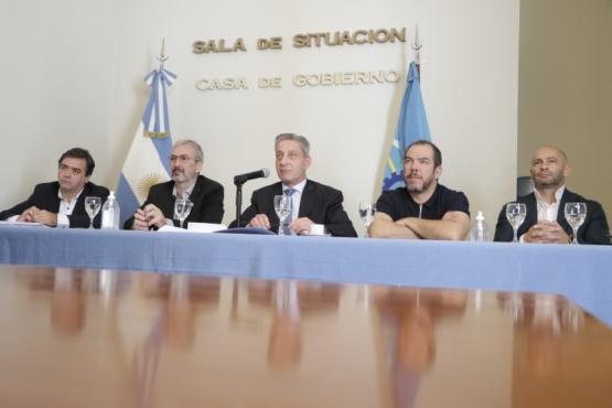 Arcioni mantuvo una videoconferencia con Intendentes