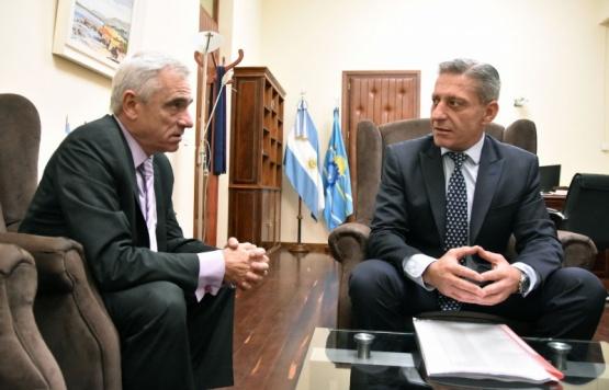 El gobernador del Chubut, Mariano Arcioni y Mario Vivas