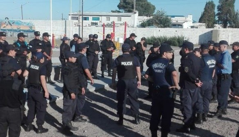 Infantería y policía realizan controles en la costa de Madryn