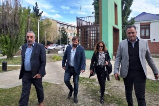 Mazú, Roquel, García y Quiroga, ayer rumbo a Casa de Gobierno.