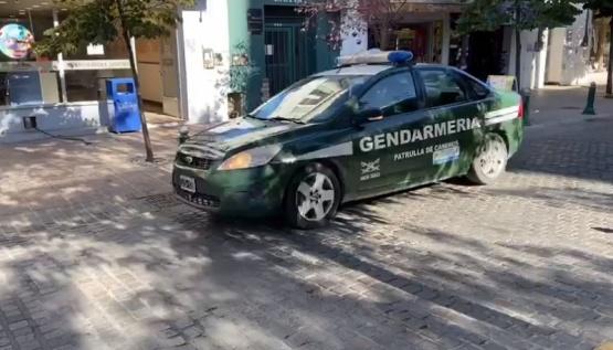 Gendarmeria recorriendo la ciudad.