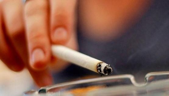 El humo del cigarrillo puede transportar coronavirus