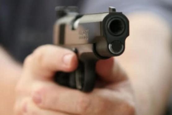 Dos detenidos por robo a un local: secuestran armas ´tumberas´ y equipo de comunicación