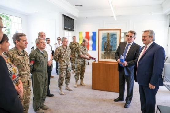 El Presidente junto a las Fuerzas Armadas.