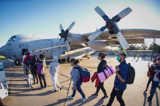 Dos aviones Hércules C-130 para traer de regreso a 140 argentinos