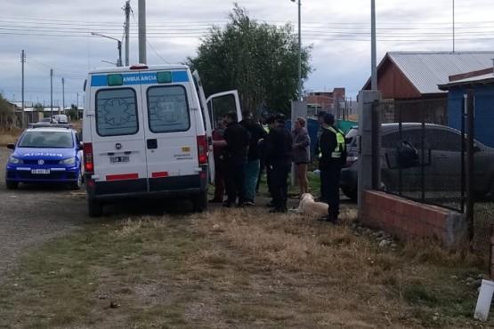 La ambulancia asistió al herido. Foto C.R.