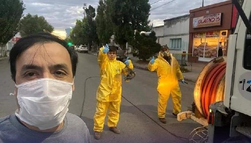 Grasso se fotografió con los trabajadores.